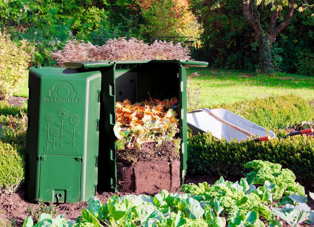 Ein Thermokomposter (hier von Neudorrf) beschleunigt die Entwicklung von hochwertigem Kompost (Foto: Neudorff)