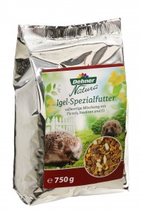 Fix-und-Fertig-Mischungen enthalten alle Nährstoffe für eine gesunde Ernährung eines Igels (Foto: Dehner)